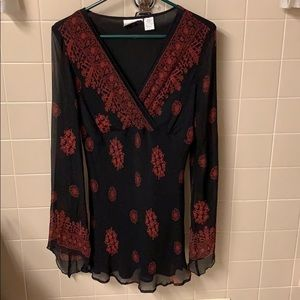 Sheer sleeve long shirt black with red design